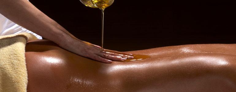 Abhyanga - az egész test meleg olajos masszázsa