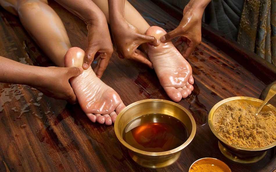 Padabhyanga - A talpak meleg olajos masszázsa mely frissít, ellazít.